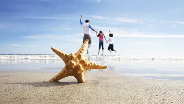 family-beach-starfishWEB